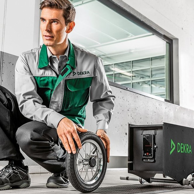 Max Schultz Automobile Service Hauptuntersuchung DEKRA Lichttest